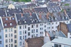 Dachy budynki mieszkalni w Frankfurt magistrala - Am - zdjęcie stock