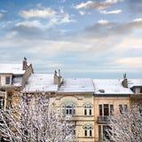 Dachy domy zakrywający z śniegiem. Zdjęcie Stock
