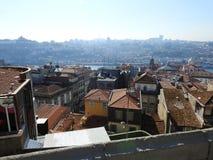 Dachy i górne piętra domy w Porto Portugalia Zdjęcie Stock