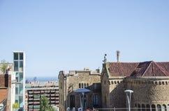 Dachy stara wąska ulica europejski miasto w Hiszpanii zdjęcia stock