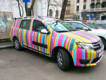 Dacia Logan regnbågebil Royaltyfria Bilder