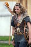 Dacian bågskytt för ung kvinna royaltyfria bilder