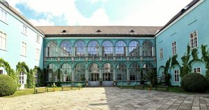 Free Dacice Castle Courtyard With Glass Covered Arcades Stock Photography - 139897542