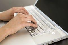 Dactilografia das mãos Fotografia de Stock