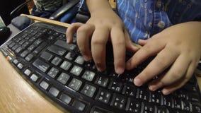Dactilografia no teclado de computador HD filme