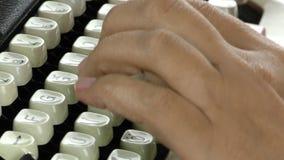 Dactylographie à la machine à écrire banque de vidéos