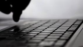 Dactylographie de clavier de travail de bureau d'informatique banque de vidéos