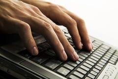 Dactylographie sur le clavier image libre de droits