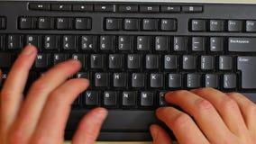 Dactylographie sur un clavier banque de vidéos