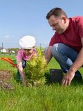 Dad and daughter gardening Royalty Free Stock Photography
