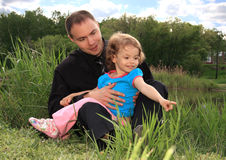 Dad with daughter on nature. Royalty Free Stock Photos
