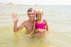 Dad and daughter seven years at sea, Pope waved his hand, my daughter wearing a mask and tube Royalty Free Stock Images