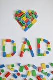 DAD en een hart met kleurrijke houten stuk speelgoed blokken Royalty-vrije Stock Fotografie