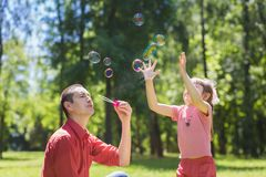 Dad and his daughter are making bubbles Royalty Free Stock Photography