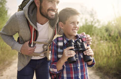 Dad with his son exploring new places Royalty Free Stock Photos