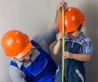 Dad with little son doing repairs Royalty Free Stock Images