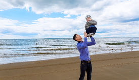 Dad playing with his son on the beach Royalty Free Stock Photography