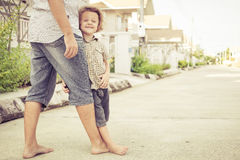 Dad and son playing near a house Royalty Free Stock Photos