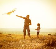 Free Dad With His Daughter Let A Kite Stock Images - 55143814