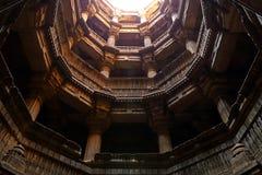 Dada Harir Vav stepwell är en hinduisk vattenbyggnad i Asarwa Ahmedabad i indier arkivbilder