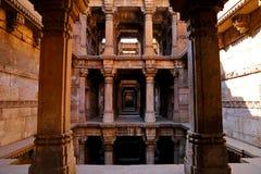 Dada Harir Vav stepwell är en hinduisk vattenbyggnad i Asarwa Ahmedabad i indier arkivfoton
