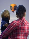 Daddys-balloon. Mother and child looking at hot-air-balloon Stock Photography