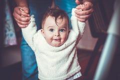 Daddys-Hände Lizenzfreies Stockbild