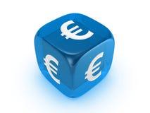 Dadi blu traslucidi con l'euro segno Immagini Stock