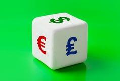 Dadi con i simboli dei soldi Immagini Stock
