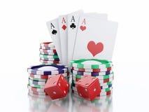 dadi 3d, carte e chip Concetto del CASINÒ Backgro bianco isolato Immagini Stock