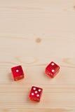 Dadi di gioco del Texas su legno chiaro Fotografie Stock Libere da Diritti