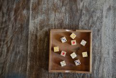 Dadi di legno concetto di speranza, di fortuna & di svago gioco, rischio, ch fotografia stock