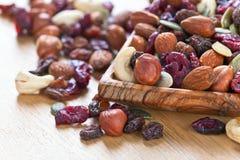 Dadi differenti, frutti asciutti e bacche Fotografia Stock