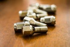 Dadi - e - bulloni per le ruote fotografia stock libera da diritti