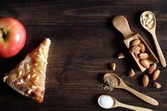 Dadi freschi sulla tavola per la prima colazione con miele Fotografie Stock