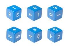Dadi a sei facce blu per i giochi da tavolo Fotografia Stock