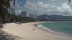 Dadonghaistrand op het toeristeneiland van Hainan-de video van de de voorraadlengte van de tijdtijdspanne stock videobeelden