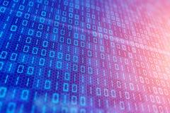 Dados binários digitais azuis no tela de computador com bokeh Imagem de Stock