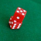 Dados de jogo vermelhos Fotografia de Stock