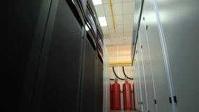 Dados do centro do armazenamento do close up com extintor video estoque