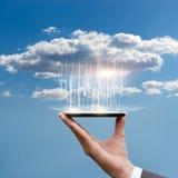 Dados do fazendo download da nuvem fotografia de stock