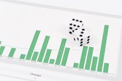 Dados en gráfico de barra fotografía de archivo