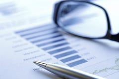 Dados financeiros que analisam - imagem conservada em estoque Imagem de Stock Royalty Free