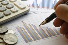Dados financeiros que analisam - imagem conservada em estoque Fotografia de Stock Royalty Free