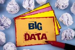 Dados grandes do texto da escrita da palavra Conceito do negócio para a grande quantidade de informação que precisa de ser analis Imagens de Stock Royalty Free