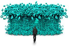 Dados grandes Homem de neg?cios que anda para uma onda enorme do tsunami dos car?teres fotos de stock royalty free