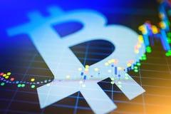 Dados que analisam no mercado de valores de ação da troca: os carvões animais da vela no dis Fotografia de Stock