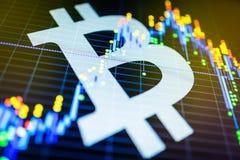 Dados que analisam no mercado de valores de ação da troca: os carvões animais da vela no dis Foto de Stock Royalty Free