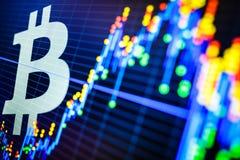 Dados que analisam no mercado de valores de ação da troca: os carvões animais da vela no dis Imagens de Stock Royalty Free