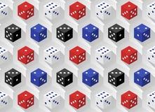 Dados vermelhos, azuis, brancos e pretos do casino com sombras longas em um fundo sextavado Teste padrão sem emenda Fotos de Stock Royalty Free